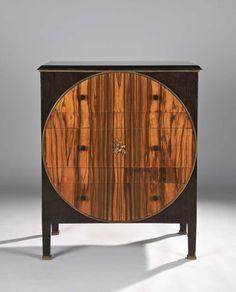 Estimée pas plus de 30 000 €, cette commode de Paul Iribe fusait à 170 000 €. Elle est intéressante par sa date, 1914, inscrite sous la signature du créateur. En effet, ce meuble est pleinement art déco et pourrait tout à fait avoir été créé dans les années 1920.http://www.gazette-drouot.com/static/magazine_ventes_aux_encheres/top_des_encheres/meuble_2011.html