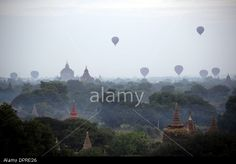 Bagan, Myanmar. 15th Jan, 2014. Balloons & Temples at the ancient city of Bagan. © U Aung/Xinhua/Alamy Live News