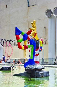 Paris Beaubourg, sculpture de Niki de Saint-Phalle, Place et fontaine Stravinski   Flickr - Photo Sharing!