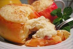 Baked apples with cheese Baked apples with cream cheese - a dish is so elementary that they can prepare a child or even very far from the cooking man. Vanilla Cream, Baked Apples, Cottage Cheese, Meals For One, Potato Salad, Breakfast Recipes, Easy Meals, Good Food, Cooking Recipes