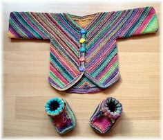 A baby jacket in garter stitch. For Size S (3-6 months) 100 grams/ 440-460 yards of sock yarn will be enough. For Size M (6-9 months) you will need 100-110 grams.
