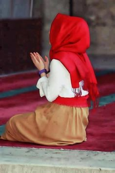 Red #hijab and tan maxi paired with a white blouse #hijabi #style #fashion