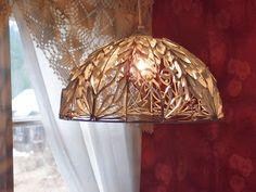 LUOVAKELLARI: Tyhjistä vessapaperirullista lampunvarjostin Lamps, Recycling, Ceiling Lights, Lighting, Diy, Home Decor, Paper, Cluster Pendant Light, Craft