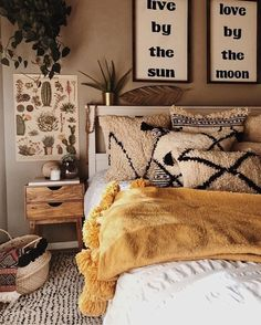 Bohemian Bedroom Decor Ideas - Want to add fashionable flair to your room? Think about utilizing bohemian, or boho, style inspiration in your next room redesign. Dream Rooms, Dream Bedroom, Master Bedroom, Bedroom Yellow, Warm Bedroom Colors, Bedroom Simple, Trendy Bedroom, Warm Cozy Bedroom, Tan Bedroom Walls