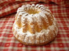 Kouguelhopf façon Gumsell (merci Cathy pour tes conseils) by Gumsell Alsace on www. Cookie Desserts, Dessert Recipes, Vegetable Bread, Culinary Arts, Coffee Cake, Yummy Cakes, Cupcake Cakes, Biscuits, Brunch