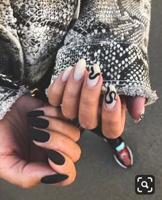 Try some of these designs and give your nails a quick makeover, gallery of unique nail art designs for any season. The best images and creative ideas for your nails. Black Manicure, Nail Manicure, Manicures, My Nails, Nail Polish, Disney Manicure, Manicure Quotes, Claw Nails, Gold Nails