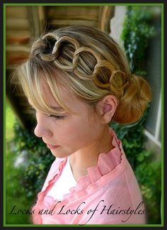 How to do:  Linking Chains Hairstyle I love this hair style go to this blog for more. You'll be shocked!