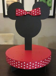 Cute cupcake stand idea. Minnie Cupcakes, Minnie Mouse Cookies, Minnie Mouse Theme, Mickey Mouse Clubhouse Birthday, Mickey Party, Mickey Mouse Birthday, Red Party Themes, Party Ideas, Diy Birthday Cake