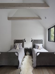 Bruns Architecture collaborate with Lindsay Pauly to bring simplistic harmony to a family holiday home overlooking Lake Winnebago, Wisconsin. Monochrome Interior, Gray Interior, Interior Design, Interior Ideas, Interior Inspiration, Timeless Bathroom, Timber Beams, Black Tiles, Minimal Home