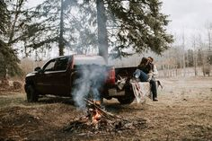Cozy campfire, truck, and dancing in the rain made for the best anniversary session. Country Couple Pictures, Farm Pictures, Country Couples, Cool Pictures, Outdoor Engagement Pictures, Engagement Photo Props, Engagement Session, Engagement Photography, Romantic Photography