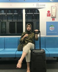 Ootd Hijab, Cambridge Satchel, Hijab Fashion, Casual Outfits, Poses, Style Ideas, Tourism, Girls, Dresses