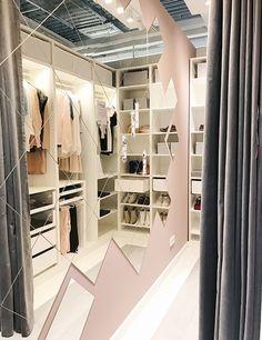 Mirror wall walk-in closet walk-in closet PAX Wardrobe Closet, Closet Bedroom, Pax Closet, Closet Clothing, Upstairs Bedroom, Wardrobe Ideas, Ikea Closet Doors, Walk In Closet Ikea, Girls Closet Organization