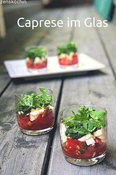 Caprese im Glas – Tomate Mozzarella mit Basilikum #caprese #tomaten #mozzarella