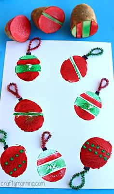 Christmas craft for kids. Potato ornament stamping. Simple Christmas Cards, Xmas Cards, Christmas Crafts, Christmas Decorations, Christmas Ornaments, Holiday Decor, Potato Stamp, Christmas Potatoes, Christmas Activities