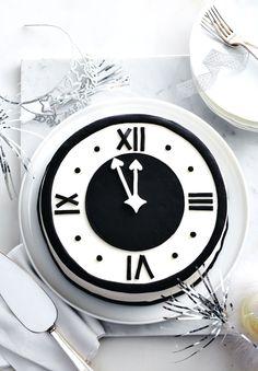 Black and White Clock Cake #CLIMadeIt #sponsored