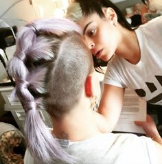 Kelly Osbourne shows off back of fabulous ponytail updo, 25 March 2015