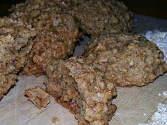 Cookie funcional de aveia e castanha: 2 xíc. aveia em flocos; 1 xíc. castanha-do-pará moída; 1/2 xíc. óleo de coco; 2 ovos orgânicos; 1 pitadinha de sal; 6 colh. (sopa) açúcar de coco;  1 colh. (sopa) bicarbonato de sódio; 1 colh. (sopa) vinagre de maçã; raspas de uma fava de baunilha. Misture todos os ingredientes e coloque às colheradas em forma untada com óleo de coco e polvilhada com aveia triturada. Asse em forno pré-aquecido (180° C) por cerca de 20 min. Rende 20 cookies.
