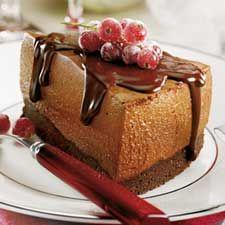 Ce gâteau-mousse extrêmement chocolaté et d'une texture divine se sert en petite portion. Impossible de résister...