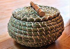 Jute Crafts, Bamboo Crafts, Handmade Crafts, Crochet Waffle Stitch, Pine Needle Baskets, Tablet Weaving, Rope Basket, Pine Needles, Nature Crafts