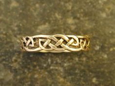 Rustic looking Celtic knot ring. Want this!