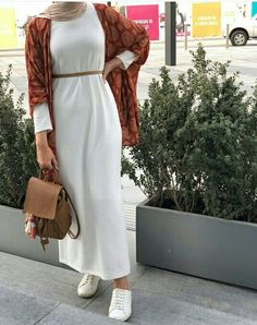 hijab casual white dress with boho cardigan-Hijab style summer 2018 – Just Trendy Girls. Modern Hijab Fashion, Hijab Fashion Inspiration, Islamic Fashion, Muslim Fashion, Mode Inspiration, Modest Fashion, Boho Fashion, Fashion Outfits, Kimono Fashion