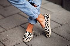 Sea of Girasoles: Fashion: details