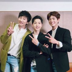 "Some of Song Joong Ki's celebrity friends and members of the ""Descendants of the Sun"" family thrilled both him and his fans at his fan meeting in Seoul on April 17! Actor Park Bo Gum was Song Joong Ki's first guest at his fan meeting, which was a total surprise to the actor. He was first challenged ..."