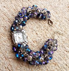 Irresistible and exceptional Crystal Beaded Watch Diy Beaded Bracelets, Beaded Jewelry, Beaded Watches, Jewelry Watches, Artisan Jewelry, Crystal Beads, Watch Bands, Jewelry Crafts, Bracelet Watch