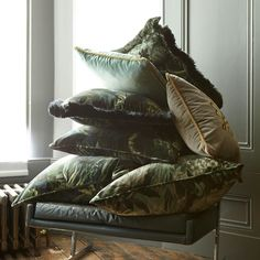 From @houseofhackney Tag your friends and follow us for more... C U S H I O N the blow of updating your space. The simplest way to transform your palette is through scattered cushions. Browse the range at #houeofhackney.com #limerence #velvet #interiors