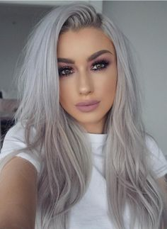 20 different silver hair color ideas and tips for maintenance 20 verschiedene Silber Haarfarbe Ideen und Tipps für Wartung und Haarpflege – Frisuren Modelle 20 different silver hair color ideas and tips for maintenance and hair care color care - Ombre Hair Color, Cool Hair Color, Blonde Ombre, Grey Blonde Hair, Dyed Gray Hair, Color Streaks, Bleach Blonde, Blonde Grise, Ponytail Wig