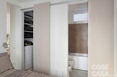 Nel bilocale,ristrutturato con 500 euro al mq, la zona notte viene separata dal living e si ricava spazio per contenere in tutta la casa. Grazie a un lay-out che si sviluppa in 10 punti strategici.