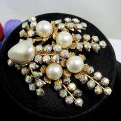 Aurora-Borealis-RHINESTONES-Faux-Pearl-BROOCH-Vintage-PIN-Bead-Goldtone-AB-2-5