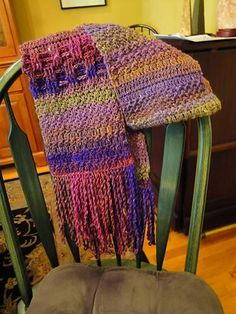 Believe I could make this. Getting back to crocheting. My goal is to crochet stockings for 6 grandsons by next Christmas. Better get off the web...now!