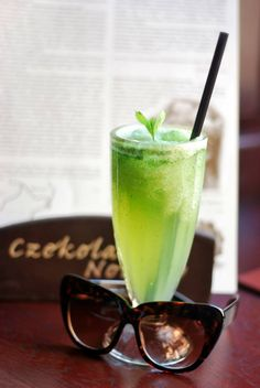 Green refreshment (cucumber, freshly squeezed lime juice, mint and sugar).