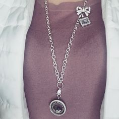 The Bow-quet clasp can be worn so many ways! Here it's worn with the Over-the-Heart chain and a dangle! www.daniellehetzel.origamiowl.com