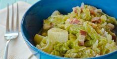 La zuppa di verza e patate è un piatto unico autunnale molto gustoso realizzato con un soffritto di pancetta per insaporire verza e patate.