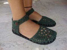 Diy Crochet Shoes, Crochet Boots Pattern, Crochet Sandals, Crochet Slippers, Crochet Yarn, Crochet Clothes, Funky Shoes, New Shoes, Sock Shoes