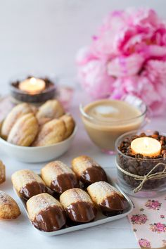 Is your Madlen cake dipped in chocolate or simply? Cake Dip, Cupcakes, Pretzel Bites, Doughnut, Candle Jars, Bread, Homemade, Damy's Kitchen, Baking