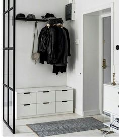 Home Decoration Hall Entryway 24 Best Ideas Halls Pequenos, Sas Entree, Decoration Hall, Hallway Inspiration, Diy Inspiration, Entry Hallway, Hallway Ideas, Corridor Ideas, Entryway Ideas