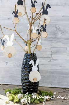 Lapin bricolage fait de branches - Breloque lapin en branches Informations About DIY Häschen aus Astscheiben Pin You can easily use my - Diy Macrame Plant Hanger, Balloon Decorations Without Helium, Home Crafts, Diy Crafts, Decoration Table, Diy Party, Easter Crafts, Happy Easter, Balloons
