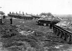 Abteilung deutscher Jagdpanther in Bereitstellung.