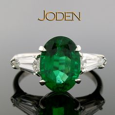 An oval cut emerald with a magnificent green color is the star of the show in… Jewellery Rings, Gemstone Jewelry, Diamond Jewelry, Jewelry Box, Fine Jewelry, Lucky Stone, Emerald Rings, Gemstone Colors, Jewerly