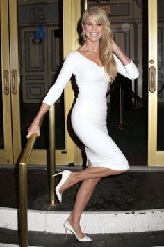 Christie Brinkley=epitome of successful, healthy and beautiful aging, my new Beauty and lifestyle idol/inspiration/model (btw she is 60!!!)