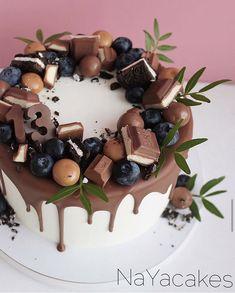 Anniversary Cupcakes, 25th Birthday Cakes, Cake Decorating Videos, Dump Cake Recipes, Food Decoration, Drip Cakes, Fun Desserts, Cake Designs, Cupcake Cakes