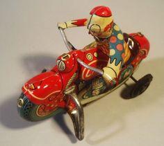 NMIB-1950S-WINDUP-CLOWN-MOTORCYCLE-AUTO-CYCLE-W-ORIGINAL-BOX-KDP-ASAHI-JAPAN Tin Toys, Vintage Cameras, Vintage Motorcycles, Antique Toys, Vintage Designs, 1950s, Japan, Christmas Ornaments, The Originals