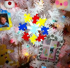 DIY Autism Snowflake Ornament using painted puzzle pieces and Popsicle sticks.