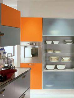Een strakke moderne keuken met sprankelende oranje accenten! #voetbal #nederland