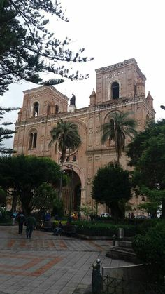 Igreja na Praça de Armas, no centro de Cuenca!