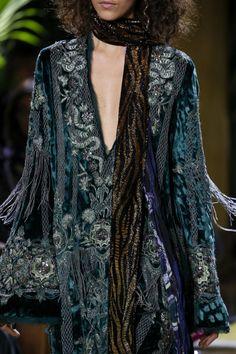 Boho Beauty Roberto Cavalli Fall 2016 Ready-to-Wear Fashion Show Details Fashion Moda, Look Fashion, Fashion Details, Runway Fashion, High Fashion, Fashion Show, Autumn Fashion, Womens Fashion, Fashion Design