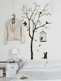 Bäume mal anders - nämlich als Wandtattoo. Die zweifarbigen Wandtattoo werden zum kreativen Gestaltungsmittel für die Wand. Einfach die gewünschte Farbkombination wählen und loslegen. #Wandtattoo #Baum #bunt #Wandgestaltung #Herbst #Sommer